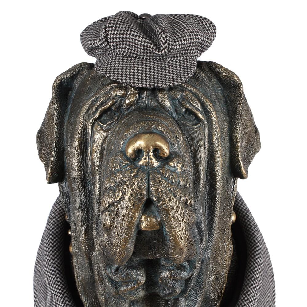 Садовая скульптура Сэр Ватсон в костюме